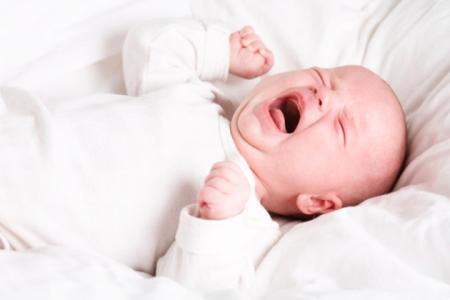 Cách khắc phục trẻ sơ sinh khóc dạ đề